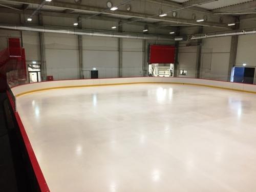 Hokejové mantinely PADOK IceRink - Praha - Pro investora Padok Investments jsme realizovali hokejové mantinely...