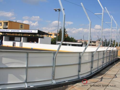 Hokejbalové mantinely - HBC Rakovník - červenec 2011 - ČR -  V Rakovníku jsme dnes dostavili nové hokejbalové mantinely na...