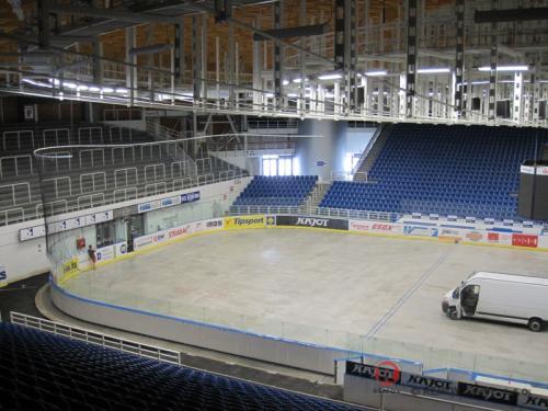 Zmenšení plochy - Kajot Arena Brno - červen 2011 - ČR -  V Kajot Aréně jsme zmenšovali hrací plochu.  ...