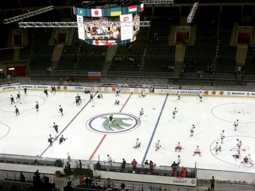 Mistrovství světa v ledním hokeji 2015 - Krakow - Duben 2015 - PL -  V Krakovské aréně se mohou pochlubit profesionálními hokejovými mantinely...