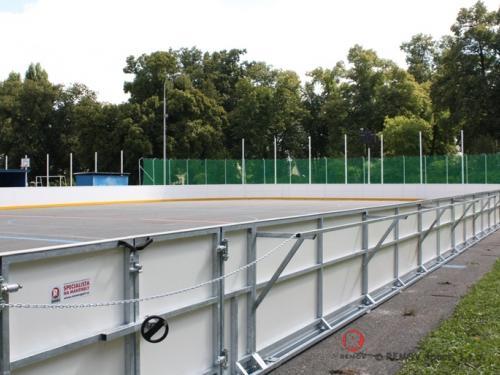 Hokejbalové mantinely - Srpen 2013 - ČR - V Mladé Boleslavi jsem předali nové hokejbalové mantinely. Místní klub...