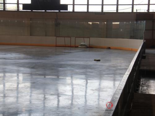 Hokejové mantinely - Zimní stadion v Kadani - červen 2009 - ČR -  Zimní stadion v Kadani má také nové hokejové mantinely....