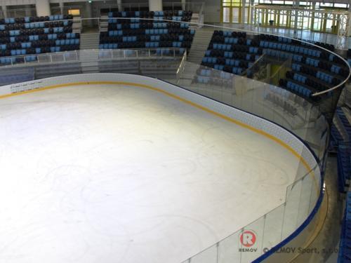 Budapešť - profesionální hokejové mantinely - Leden 2015 - HU - Do nově zrekonstruaované arény v Maďarsku jsem instalovali profesionální hokejové...