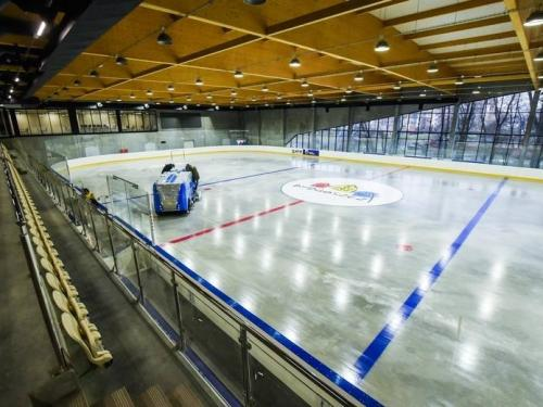 Profesionální flexibilní hokejové mantinely -  Realizace flexibilních hokejových mantinelů EURO FLEX, Polsko....