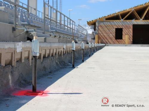 Realizace kotvení mantinelu pro Polského investora - Srpen 2013 - PL - Ukázka z montáže kotvení pro nově vznikající zimní stadion v...