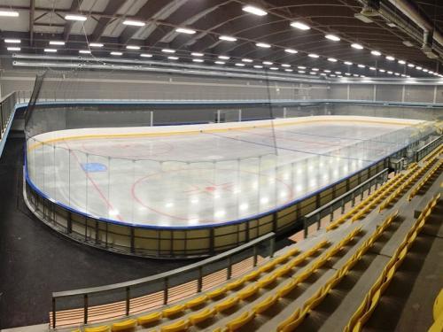 Profesionální hokejové mantinely - Hokejové mantinely na klíč vč. příslušenství do nově...