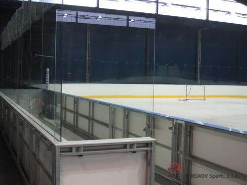 Hokejové mantinely EURO EXTRA - ZS Chomutov - září 2010 - ČR -   V těchto dnech se již dokončují práce na...