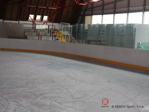Hokejové mantinely - Zimní stadion v Sušici - srpen 2009 - ČR -    Šumava, se může prostřednictvím města Sušice a...