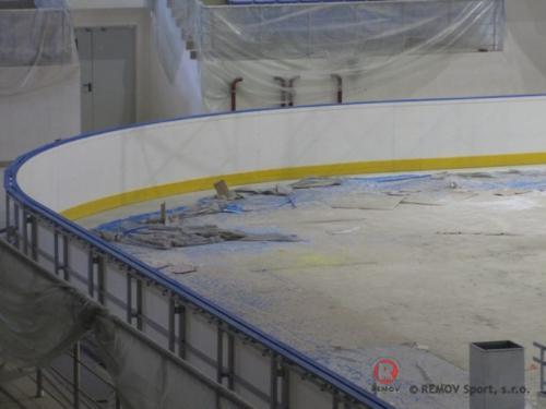 Hokejové mantinnely - Zimní stadión Krasnodar (Rusko) - únor 2012 - RU -  Dnes jsme  dokončili  hokejové mantinely se spodní...