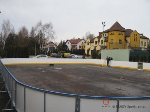 Rekreační mantinel u Licea v Bieruni - prosinec 2011 - PL -  Druhý rekreační (multifunkční) mantinel v Bieruni.