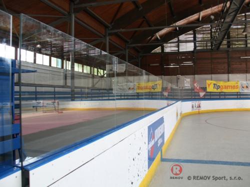 Skleněná nástavba - Hokejbal - červen 2013 - ČR -  Tento týden jsme pro hokejbalový klub v Mostě dokončili...
