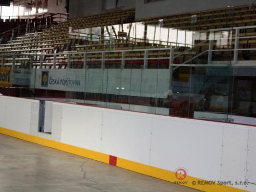 Hokejové mantinely - Zimní stadion Třinec - únor 2009 - ČR -   Na zimní stadion HC Třinec dodávala naše společnost...
